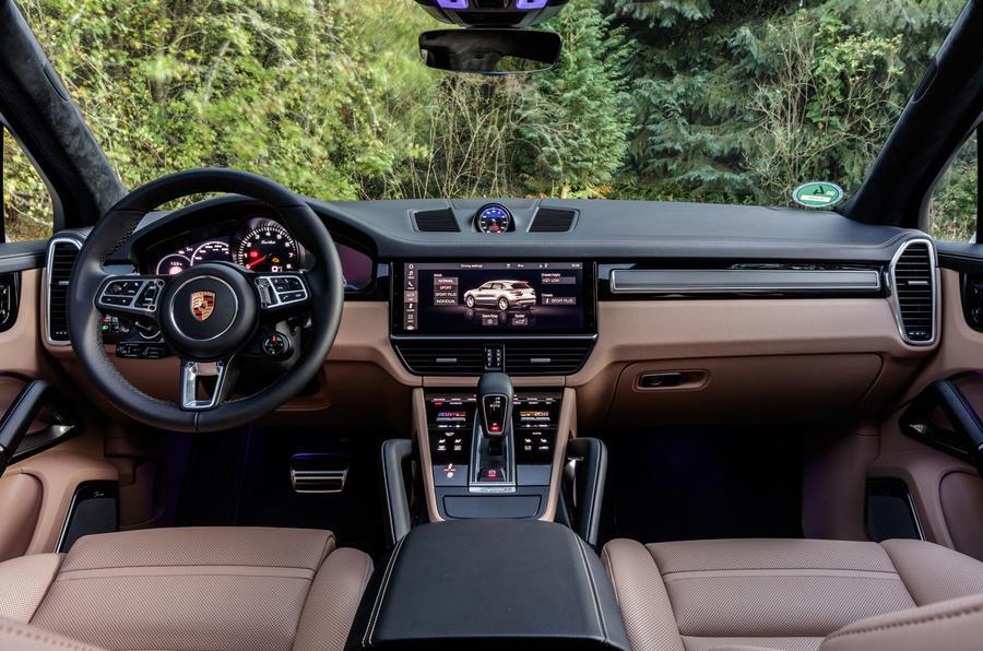 Porsche Cayenne Turbo dashboard