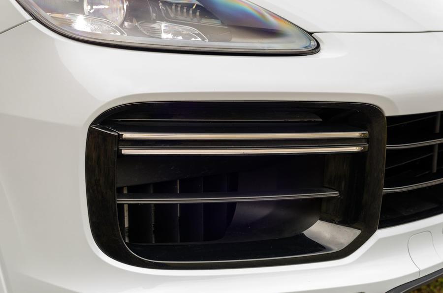 Porsche Cayenne Turbo day running lights