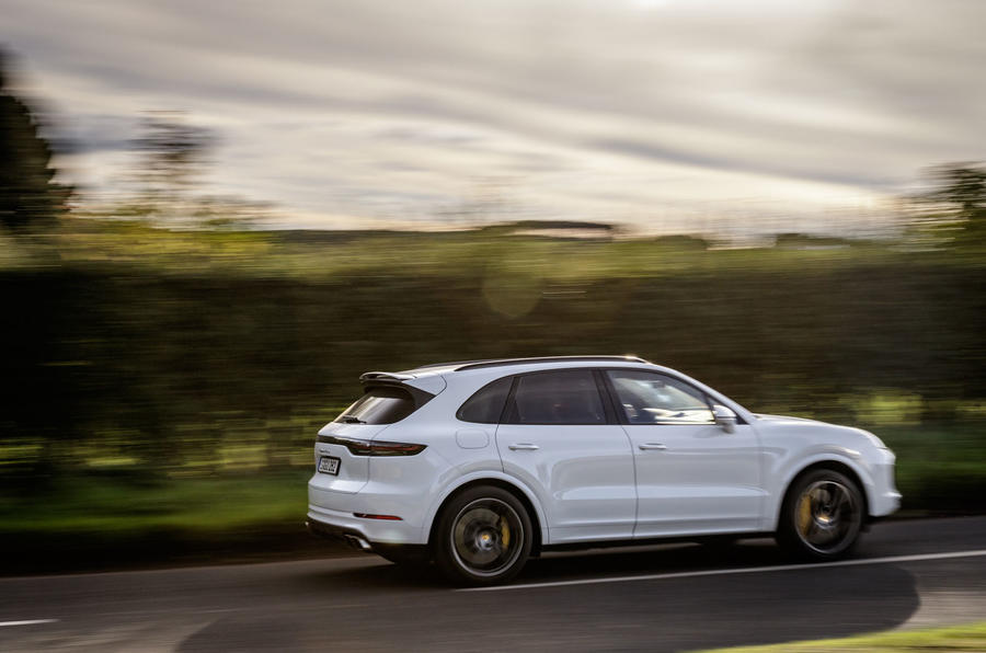 Porsche Cayenne Turbo rear cornering