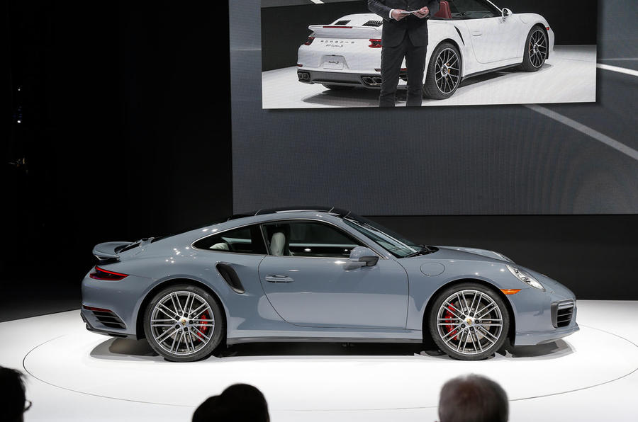 Facelifted Porsche 911 Turbo and Turbo S