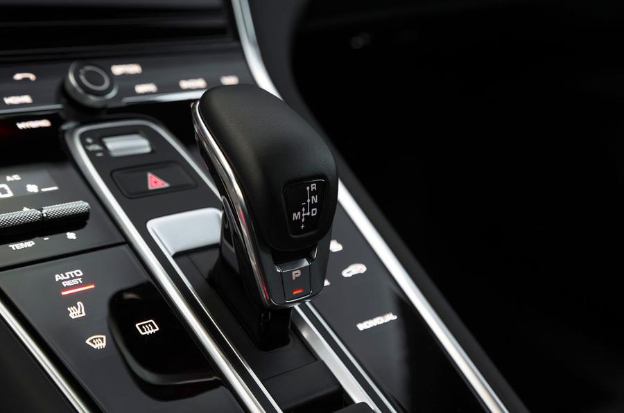 Porsche Panamera Turbo S E-Hybrid Sport Turismo PDK gearbox