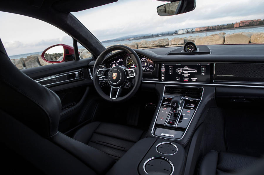Porsche Panamera Turbo S E-Hybrid Sport Turismo dashboard