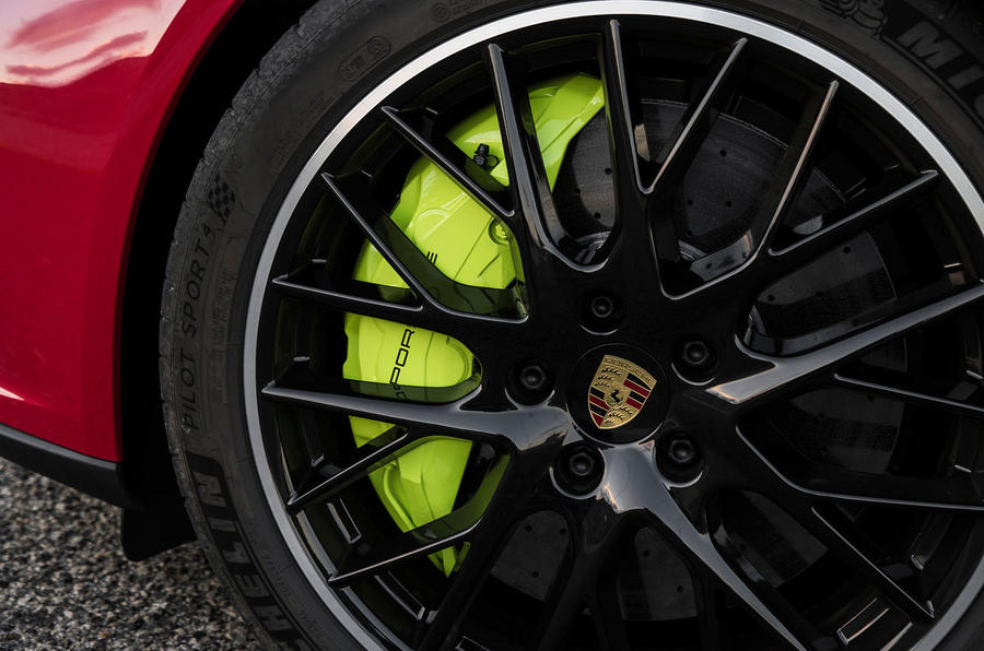 Porsche Panamera Turbo S E-Hybrid Sport Turismo green brake calipers