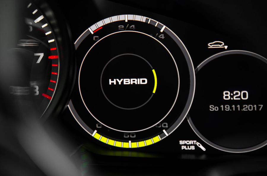 Porsche Panamera Turbo S E-Hybrid Sport Turismo hybrid dials