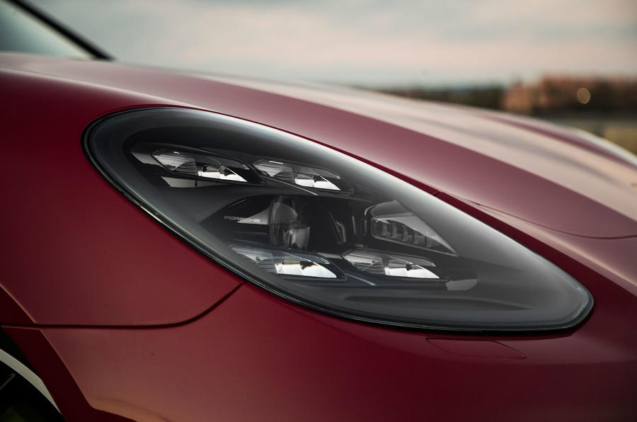 Porsche Panamera Turbo S E-Hybrid Sport Turismo LED headlights