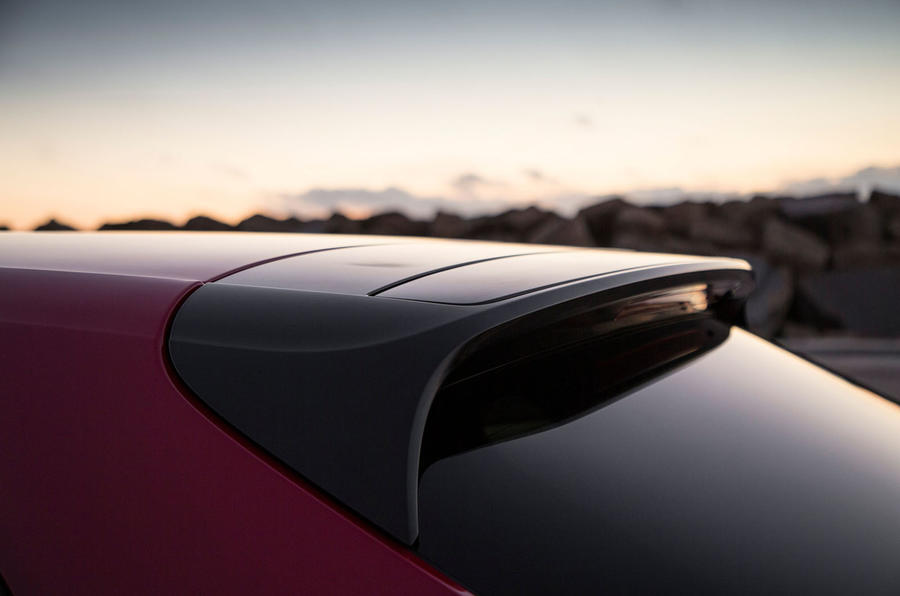 Porsche Panamera Turbo S E-Hybrid Sport Turismo roof spoiler