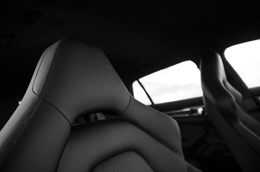 Porsche Panamera Turbo S E-Hybrid Sport Turismo sports seats