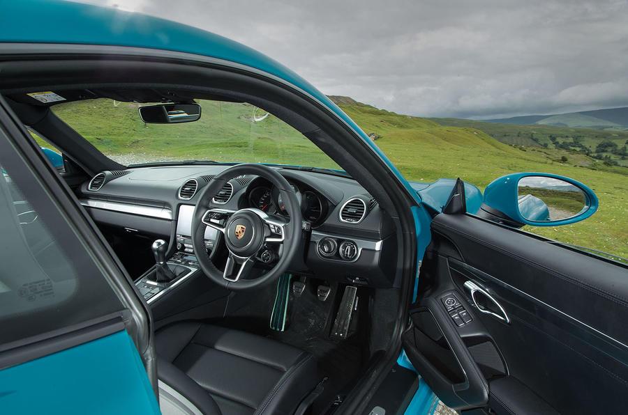 Porsche 718 Cayman S interior