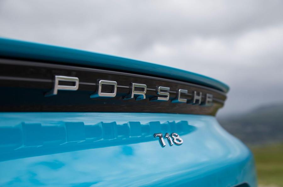 Porsche 718 Cayman S badging