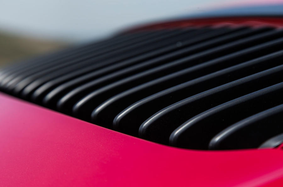 Porsche 911 GTS engine vents