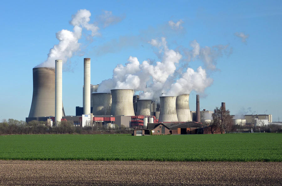 EV CO2 emissions fall to record low through green energy sources