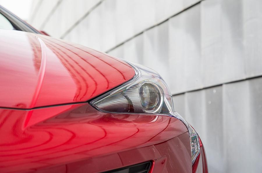 Toyota Prius bi-xenon headlights