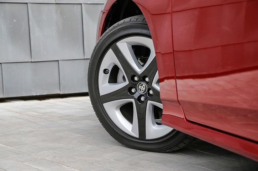 Toyota Prius two-tone alloys