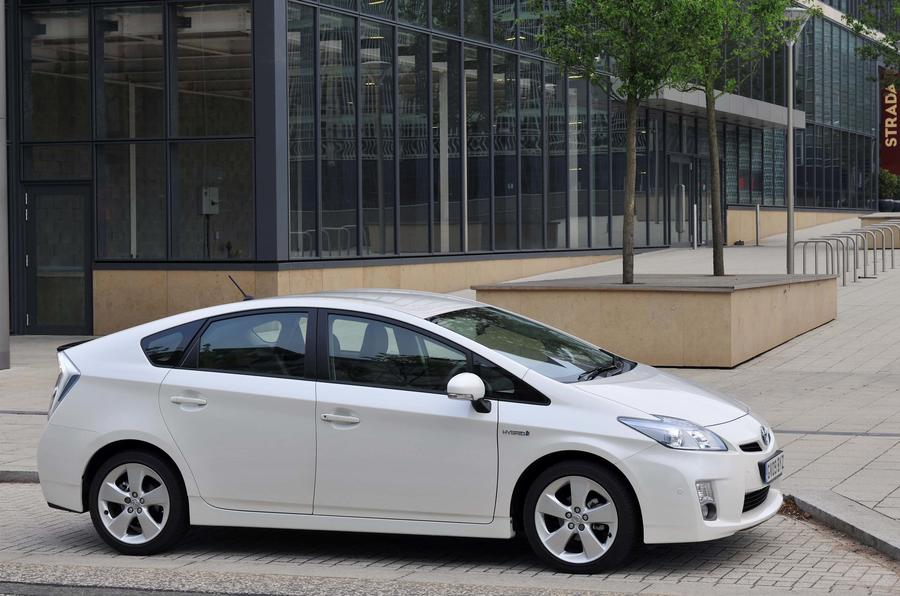toyota and lexus recall 72 885 auris prius and ct200h models in the uk aut. Black Bedroom Furniture Sets. Home Design Ideas