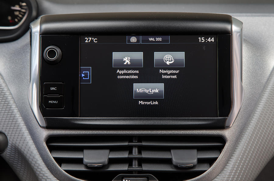 Peugeot 208 infotainment