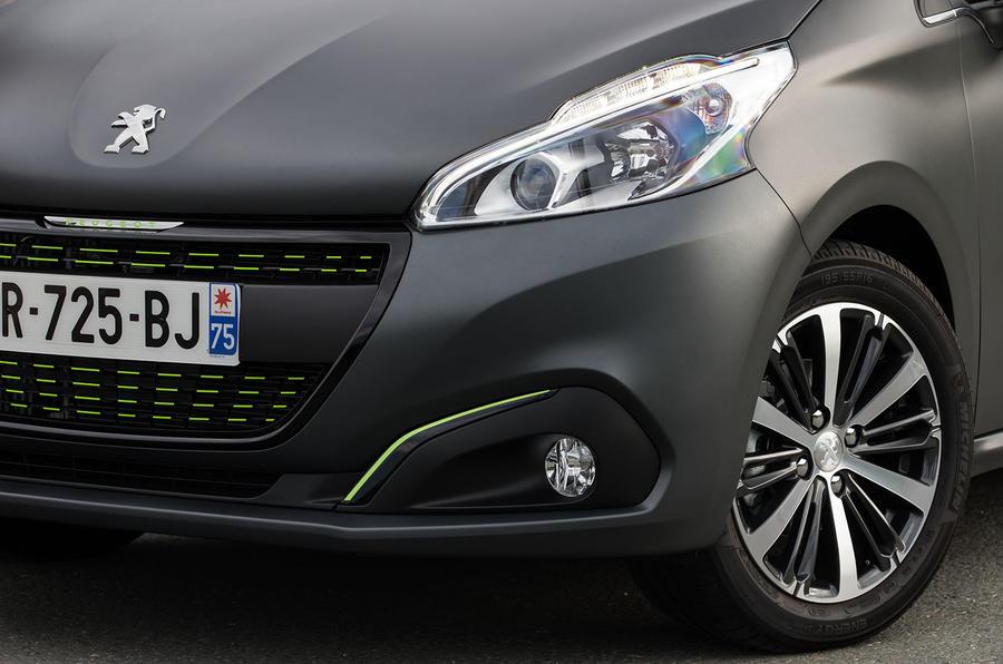 Peugeot 208 headlights