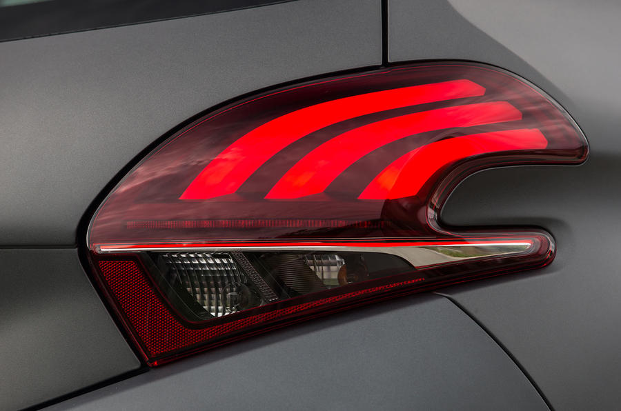 Peugeot 208 rear lights