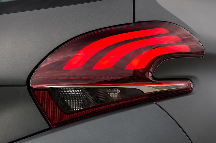 Peugeot 208 rear lights