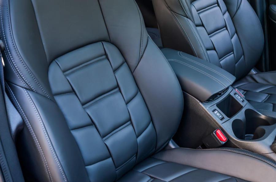Nissan Qashqai front seats