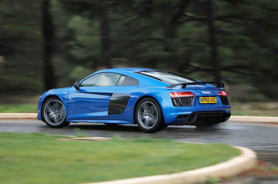 Audi R8 V10 Plus rear cornering