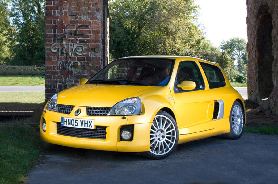 Renault Clio V6 - stationary front