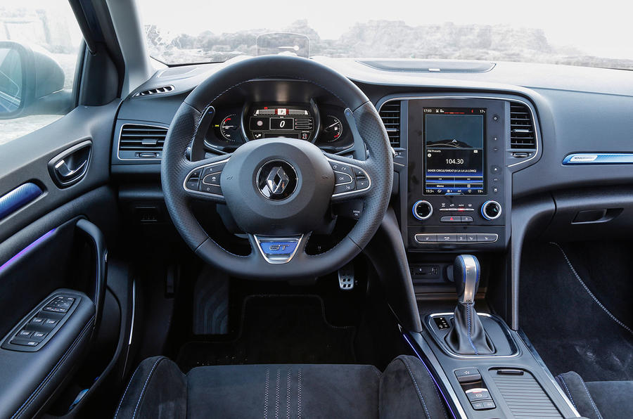 ... Renault Megane GT dashboard ...