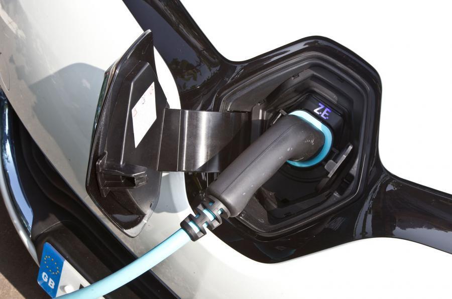 Renault Zoe plug