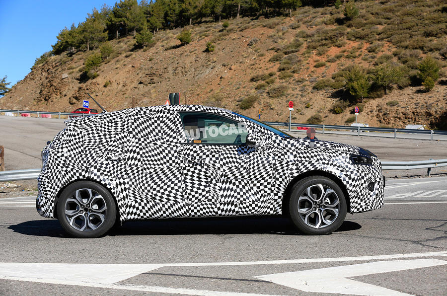 Renault Captur 2019 spied testing - right side