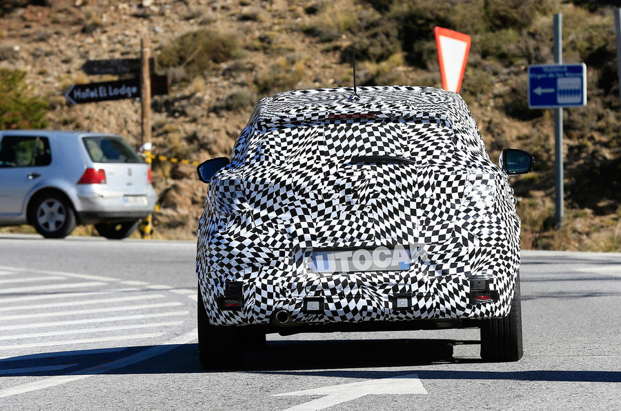 Renault Captur 2019 spied testing - rear end