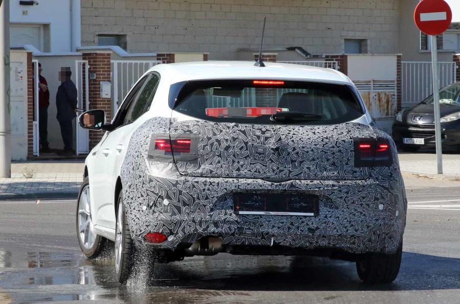 Plug In Hybrid Cars >> New Renault Megane facelift: plug-in hybrid variant ...