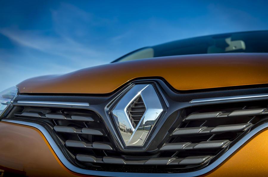 Renault Captur badging