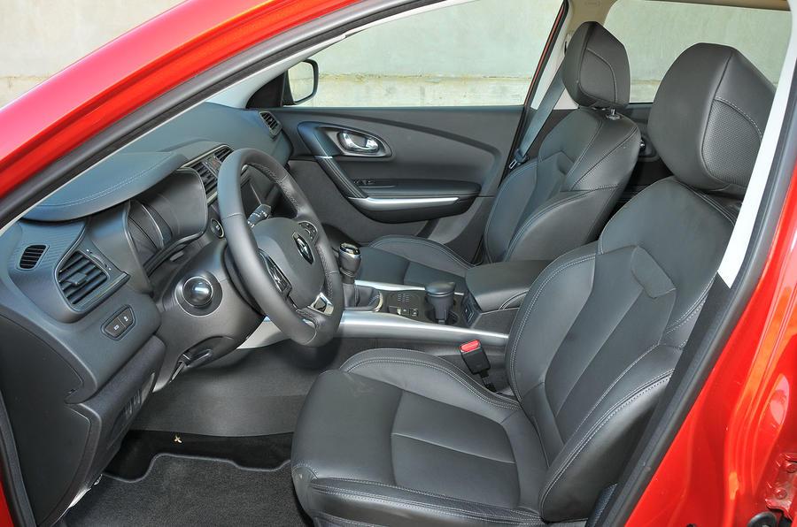 2015 renault kadjar 1 6 dci 130 4wd review review autocar for Interior renault kadjar