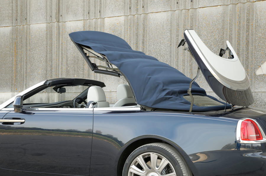 Rolls-Royce Dawn roof retreating