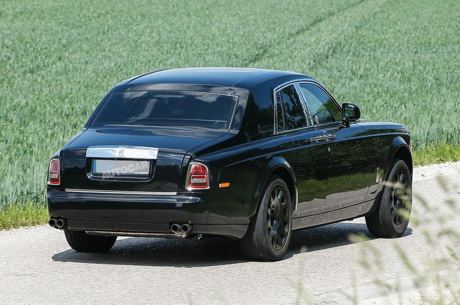 Rolls Royce Cullinan spy shots