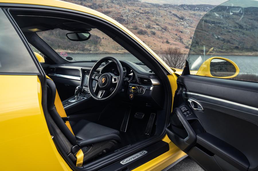 Porsche 911 C4S interior