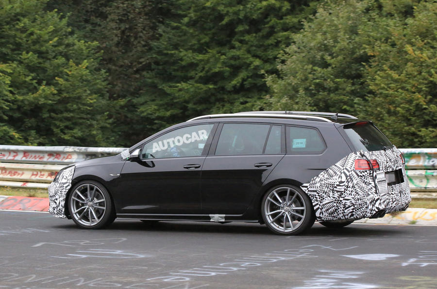 2017 Volkswagen Golf R facelift spotted in estate form at 'Ring