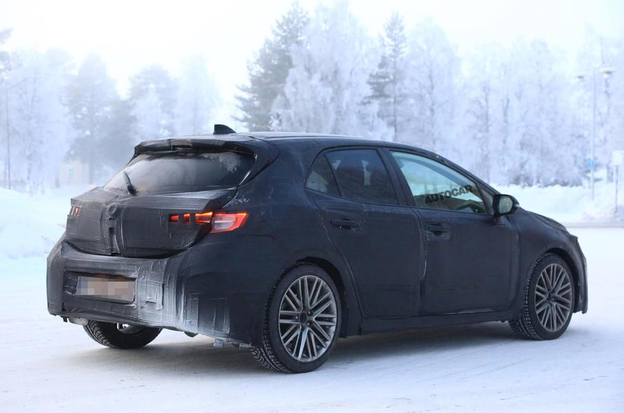 New Toyota Auris To Get 2 0 Litre Hybrid Autocar