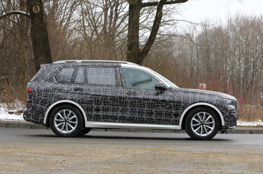 Production BMW X7: M pack variant spotted ahead of November reveal