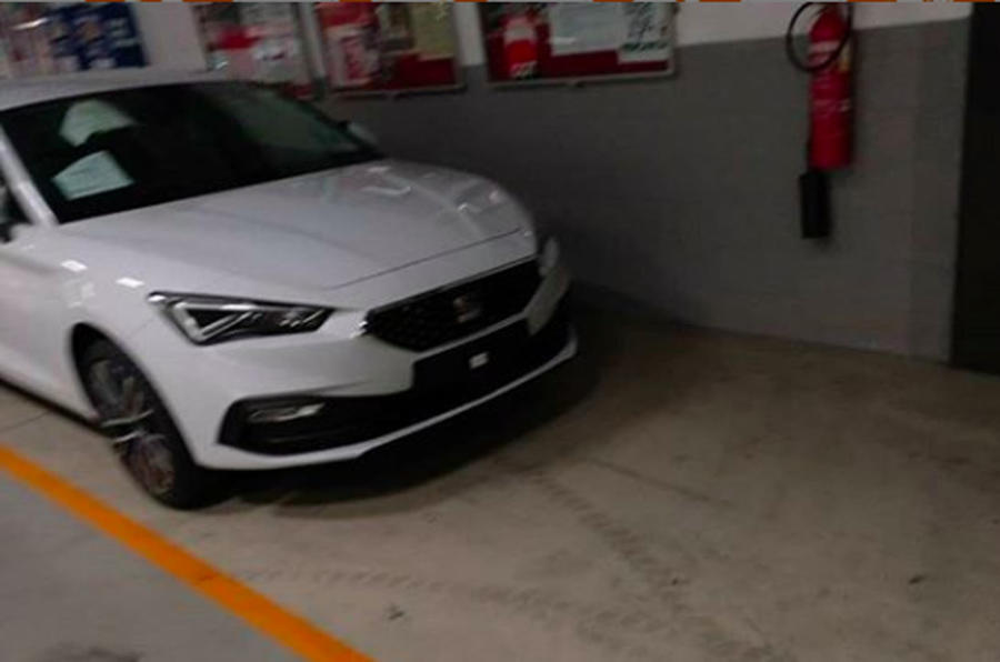 2020 Seat Leon front end spy shot