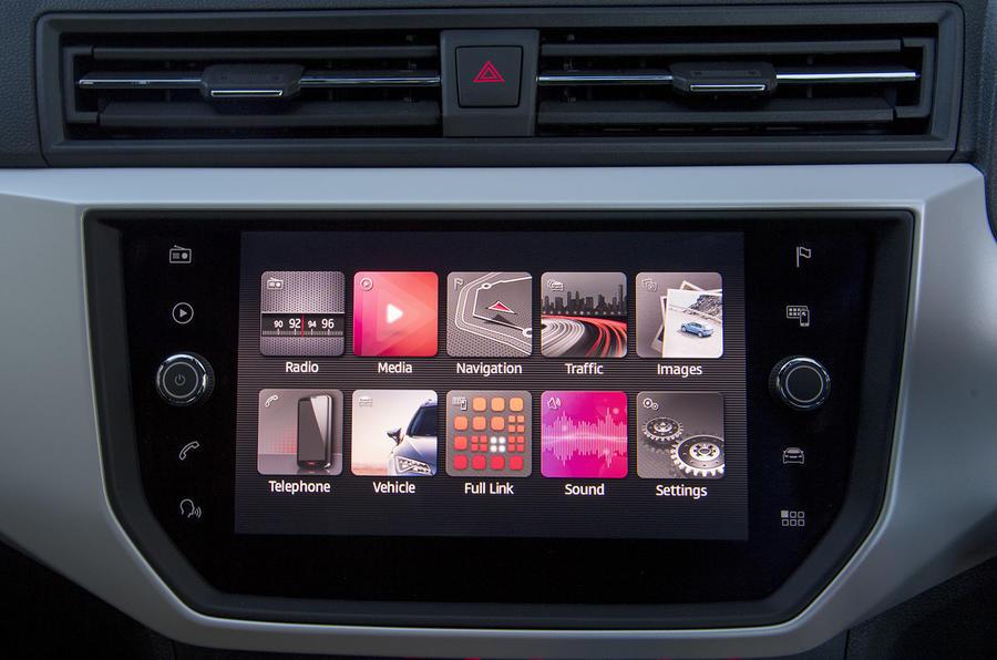 Seat Arona 1.5 TSI EVO FR infotainment system