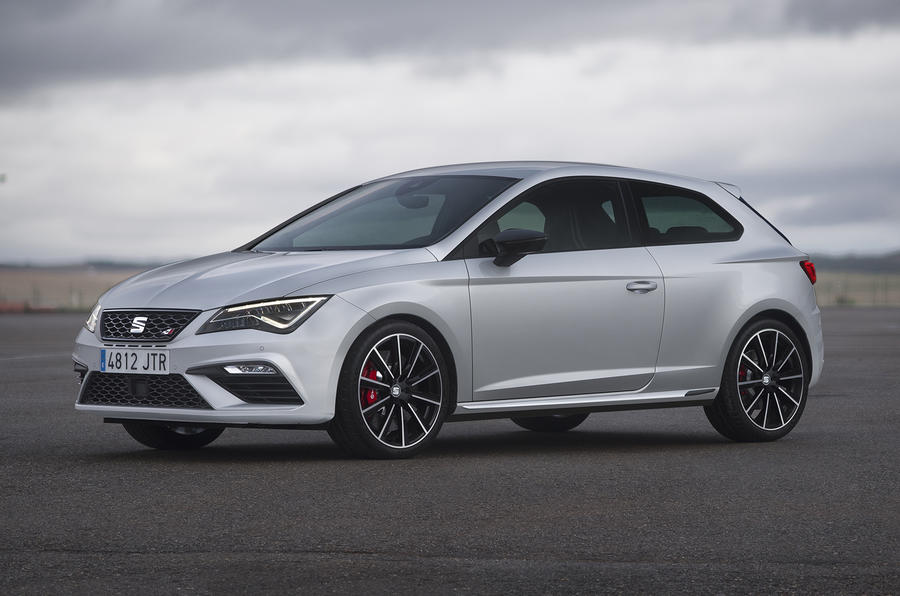 Seat Leon Cupra 300 stationary side view