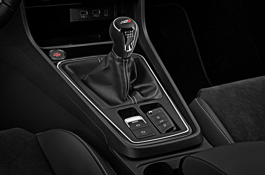 Seat Leon Cupra 300 gearstick