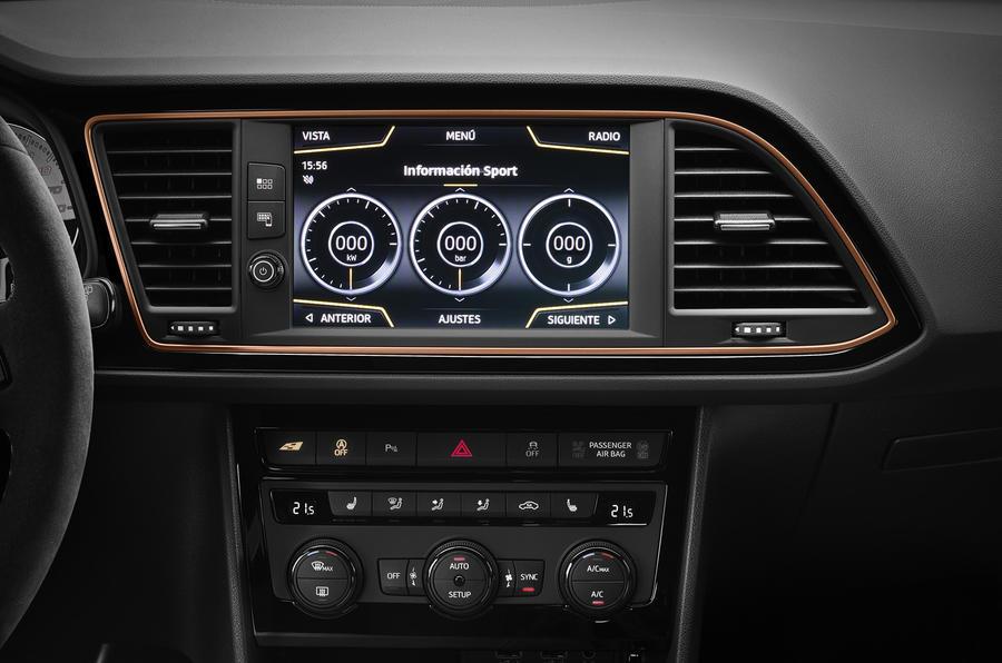 Seat Leon Cupra R infotainment system