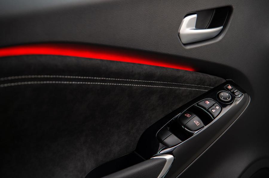 2020 Nissan Juke reveal - door inside