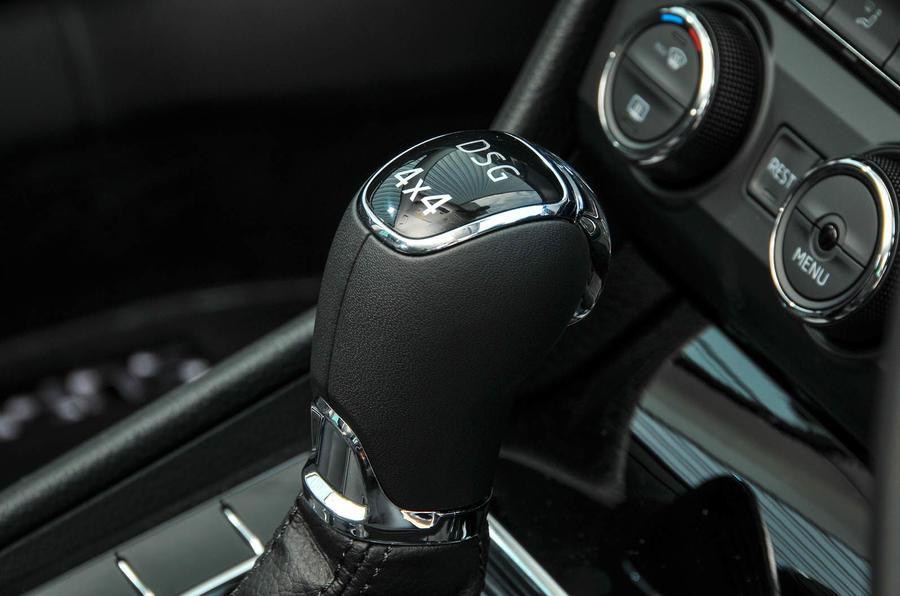 Skoda Superb Estate DSG lever