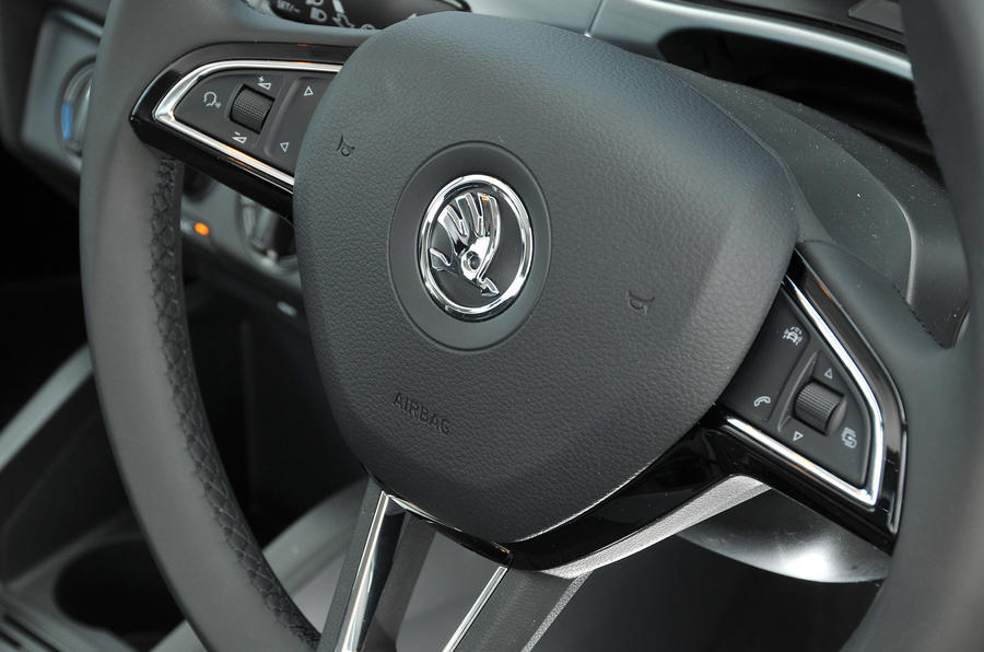 Skoda Fabia steering wheel controls