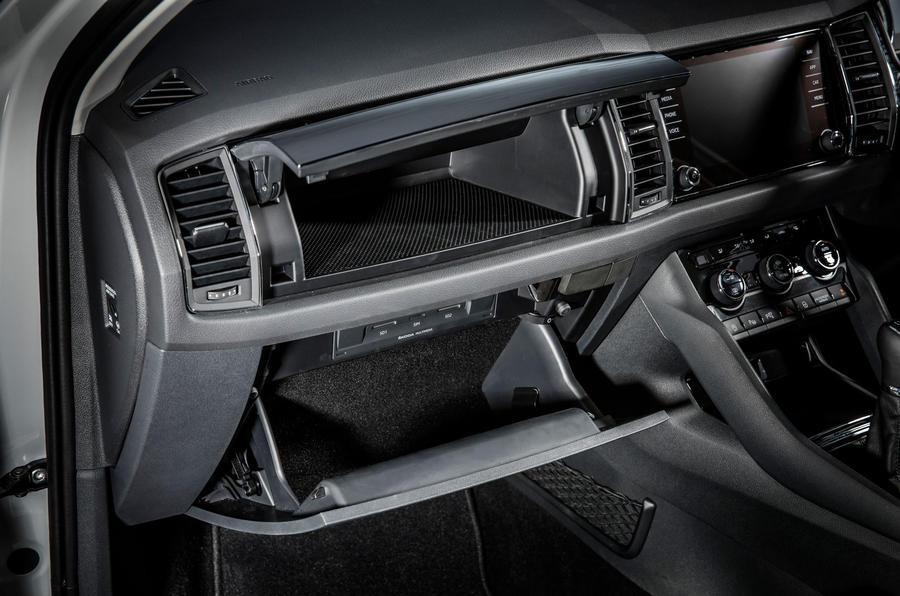 2017 skoda kodiaq makes public debut in paris autocar - Skoda kodiaq interior ...