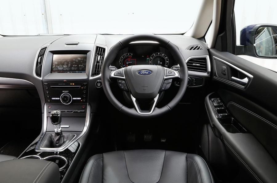 Ford S-Max Titanium dashboard