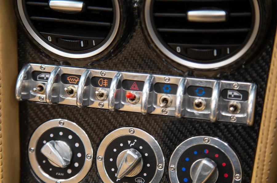 Noble M600 Speedster switchgear
