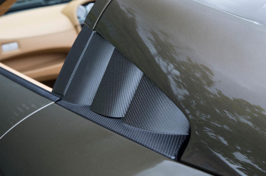 Noble M600 Speedster carbonfibre details